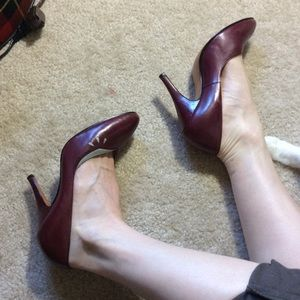 Capucci Vintage Maroon Leather Closed Toe Heels